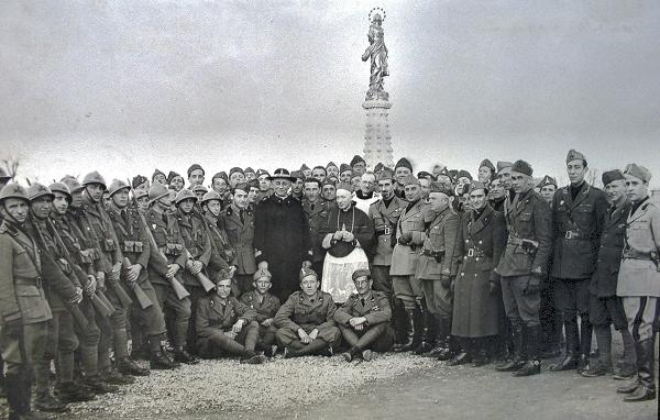 cerimonia di benedizione della statua della Madonna