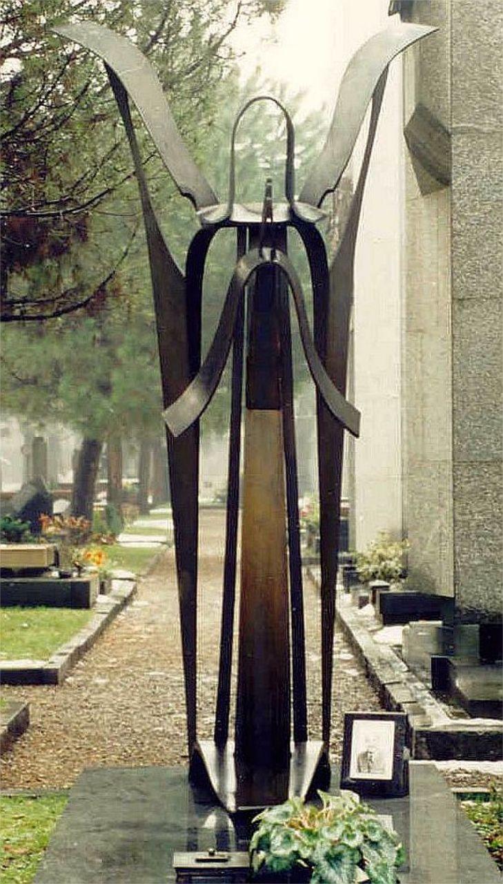 Orazio Bobbi - Angelo in preghiera - Bronzo al Cimitero Maggiore di Milano
