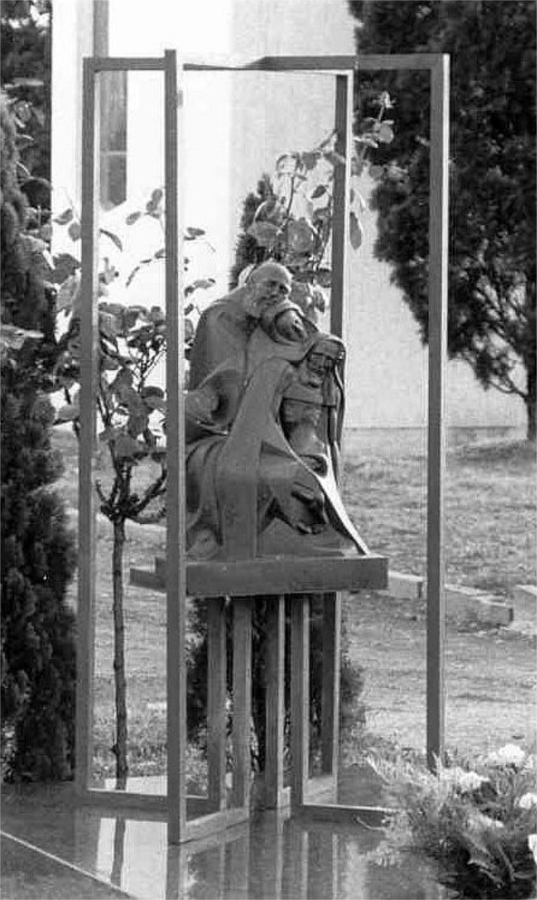Orazio Bobbi - Deposizione - Bronzo al Cimitero di Gallarate